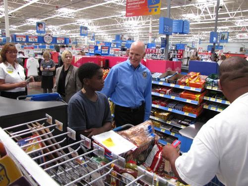 rickscott-walmart-2011-08-12-1762-shopping-smalljpg