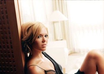 THE MEDIOCRITY OF MANDY MOORE
