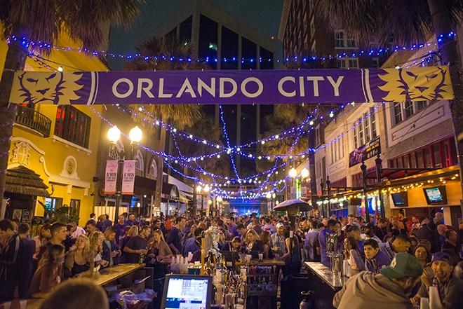 gal_drink_orlando-city-record-pub-crawl-wall-st-plaza-2015-3-7-018.jpg