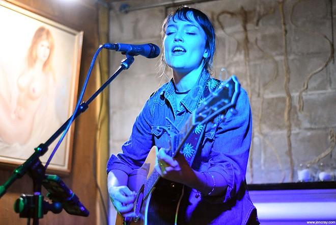 Hannah Harber at Lil Indies - JEN CRAY