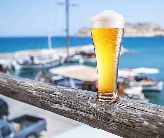 gal_beer_sea_shutterstock_367051733.jpg