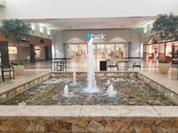 A central fountain with surrounding seating was added as part of the Via Properties update to the mall.