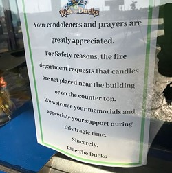 A note on the front door of the Branson Ride the Ducks offices - IMAGE VIA LEXISPIVAKTV | INSTAGRAM