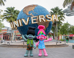 Trolls out front of the Universal Studios Singapore promoting the new summer Troll events at the park - IMAGE VIA THAIBOOKINGHOLIDAY   INSTAGRAM