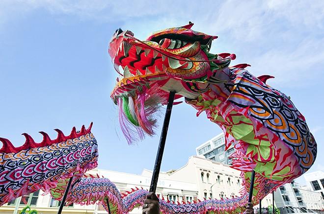 gal_sel_dragon_parade_adobestock_49813363.jpeg.jpg