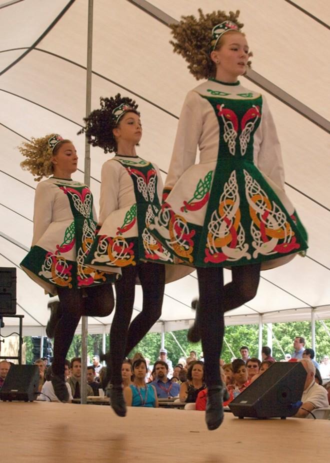 1000w_irish_dancing2_via_wikipedia.jpg