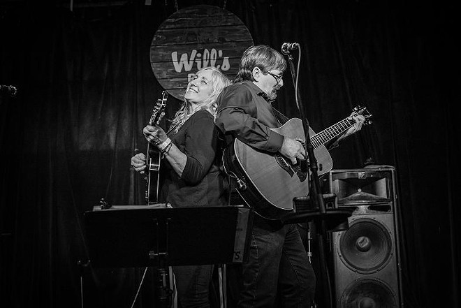 David and Valerie Mayfield at Will's Pub - MIKE DUNN // MIKEDUNN.CO