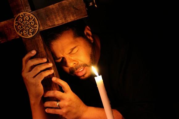 """Edwin Ocasio performs in """"Dualidad y Castigo."""" - PHOTO VIA FUERZAFEST"""