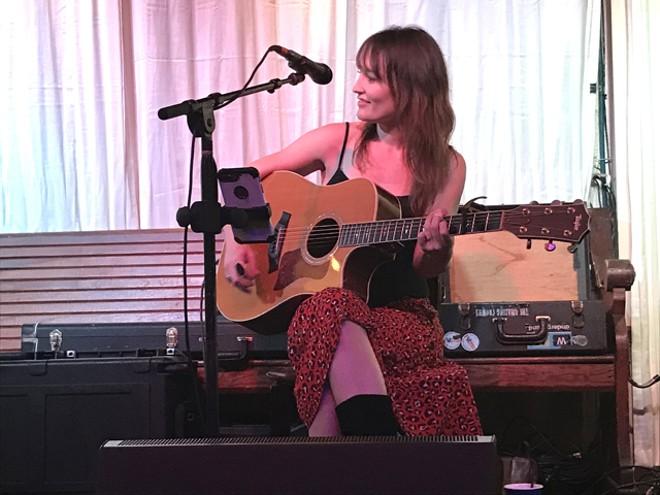 Hannah Harber at the Circle - BAO LE-HUU