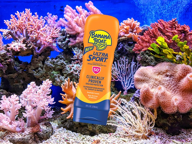 PHOTO OF BANANA BOAT SUNSCREEN, WHICH CONTAINS OXYBENZONE, BY AMAZON; CORAL BY Q.U.I/UNSPLASH