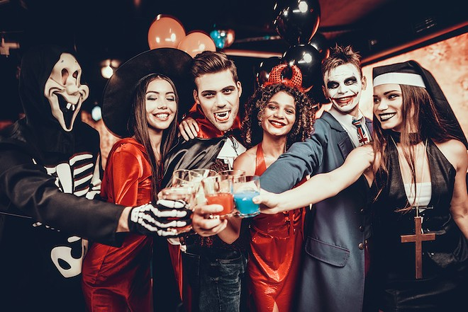 drink_halloween_pub_crawl_adobestock_228024148.jpeg