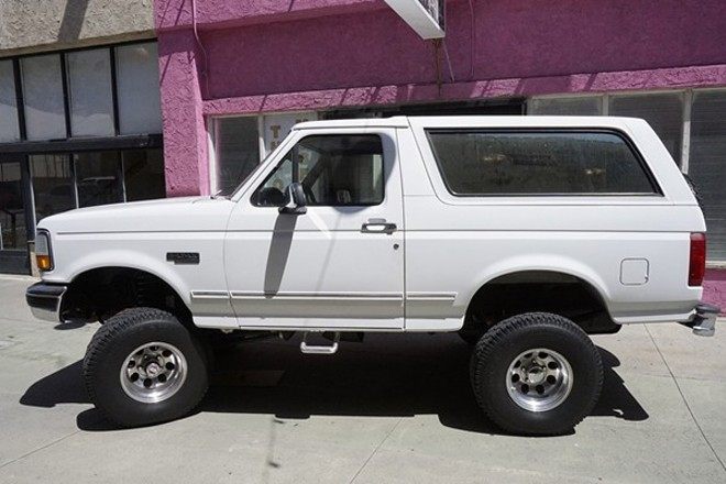 THE FORD BRONCO AT THE O.J. SIMPSON POP-UP MUSEUM AT THE COAGULA CURATORIAL GALLERY IN LOS ANGELES (2017)