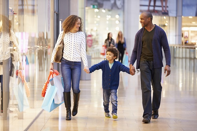 FAMILY SHOPPING PHOTO VIA ADOBE STOCK