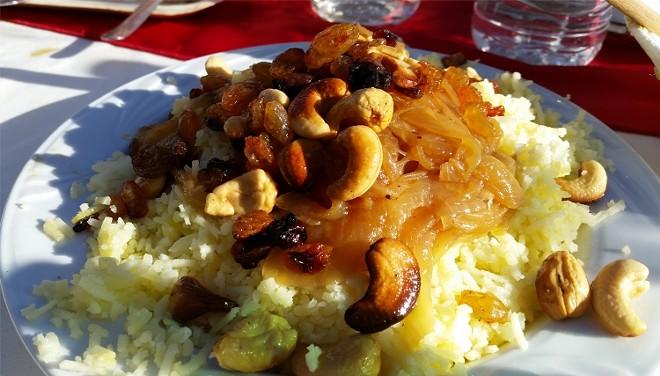 Polow with saffron, raisins and cashews (Iran)