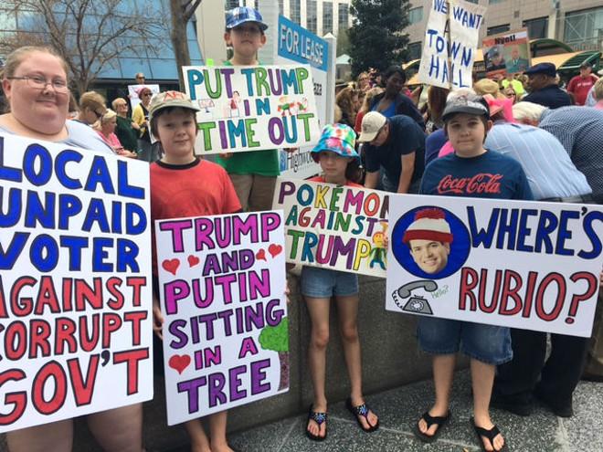 Protesters at Rubio's Orlando office - PHOTO BY MONIVETTE CORDEIRO