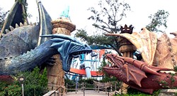 DUELING DRAGONS ENTRANCE | IMAGE VIA WIKIMEDIA