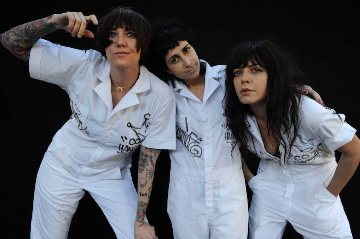 the_coathangers_by_jeff_forney.jpg