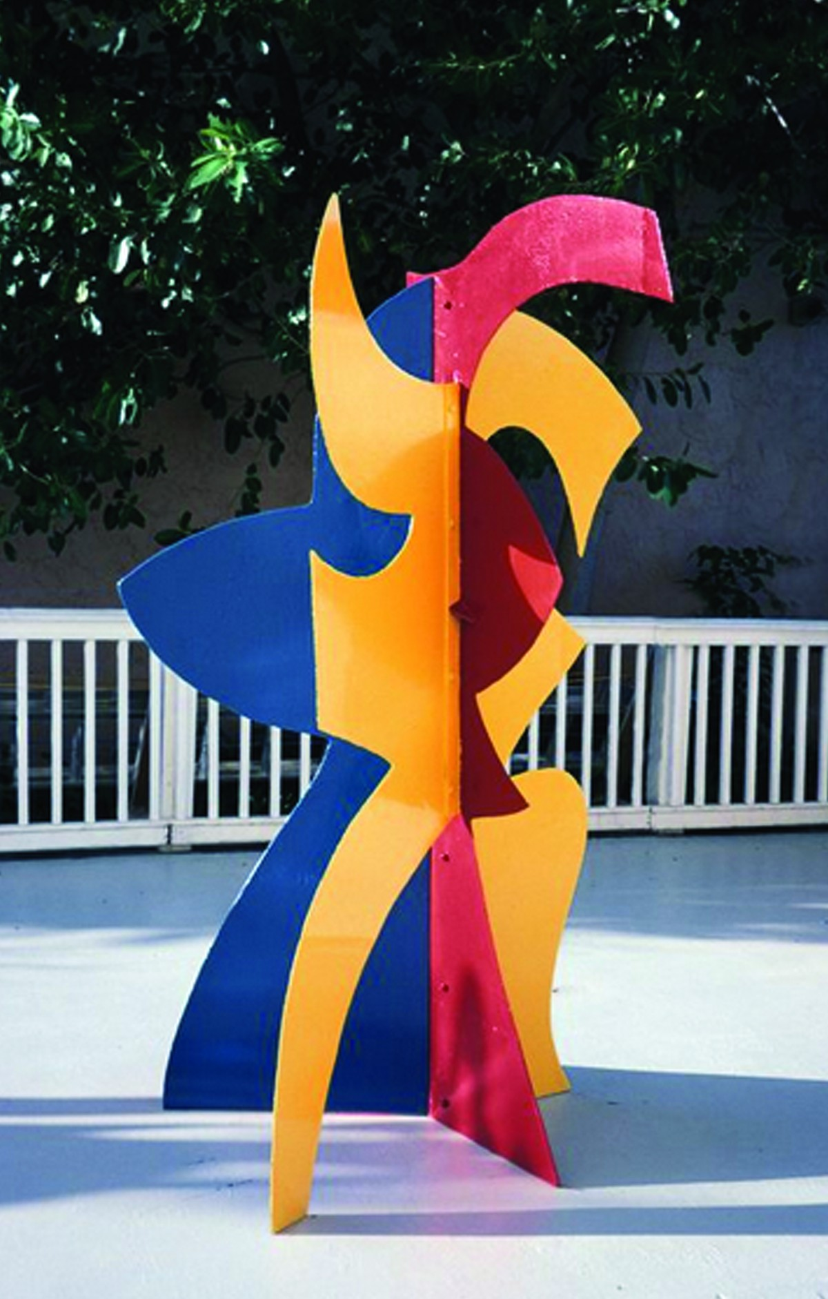 david_hayes_caryatid_1999_painted_steel_88.5_x_49_x_57.jpg
