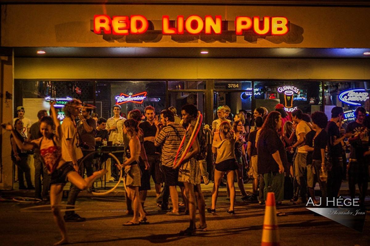 gal_drink_red_lion_pub_credit_aj_he_ge.jpg