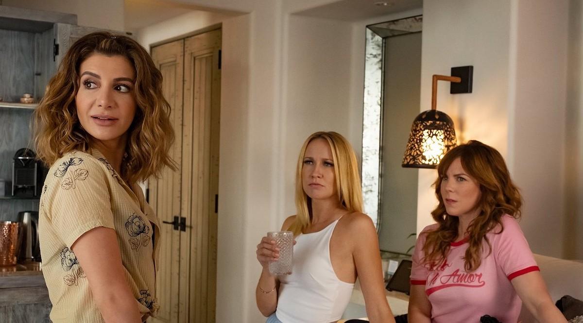 Nasim Pedrad, Anna Camp and Sarah Burns in 'Desperados'