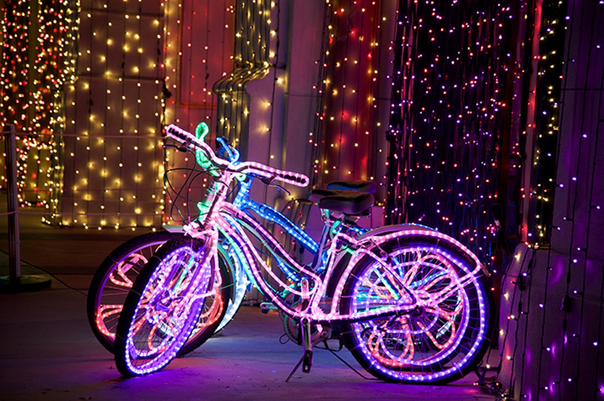 gal_holiday_lights_bike_ride_shutterstock_92427349.jpg