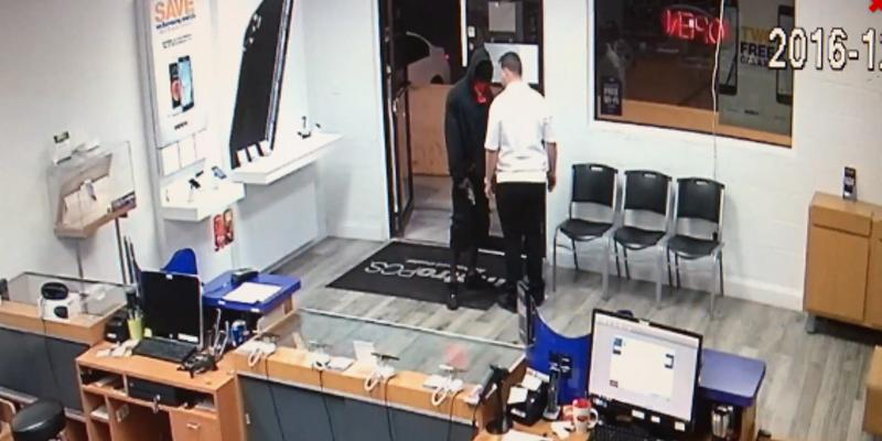 Man takes his sweet time robbing Orlando Metro PCS store | Blogs