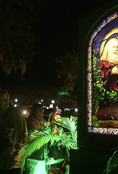 Morse Museum's Tiffany windows light up Winter Park's Central Park for annual Christmas in the Park