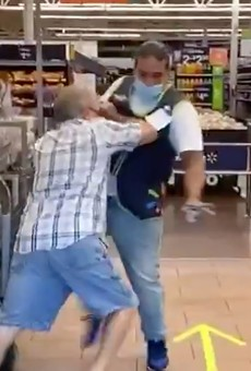 Video shows angry Florida man trying to fight his way into a Walmart after refusing to wear a face mask