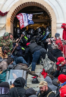 Rioters clash with police trying to enter Capitol building through the front doors (Jan. 6, 2021)