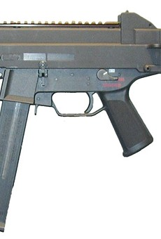 A UMP .45-caliber submachine gun