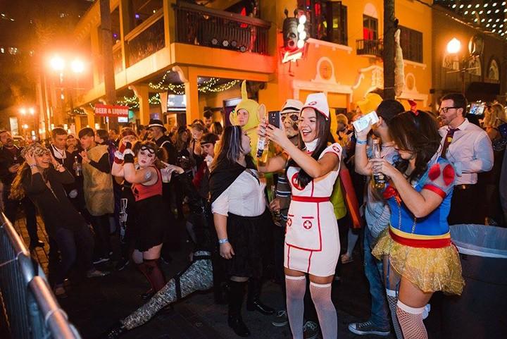 gal_drink_plazaween-crowd5.jpg