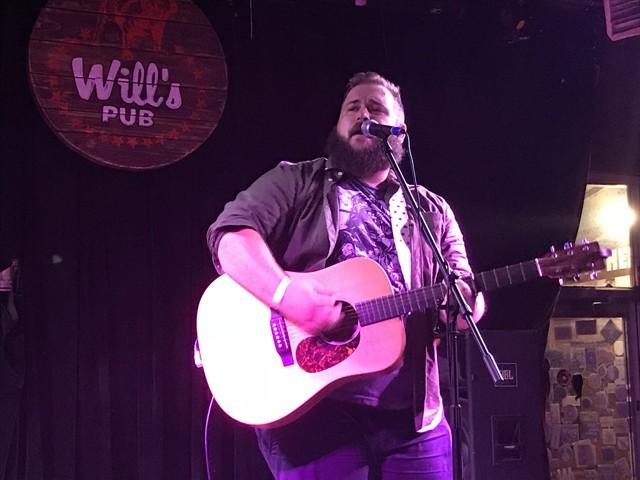 Jordan Foley at Will's Pub - BAO LE-HUU