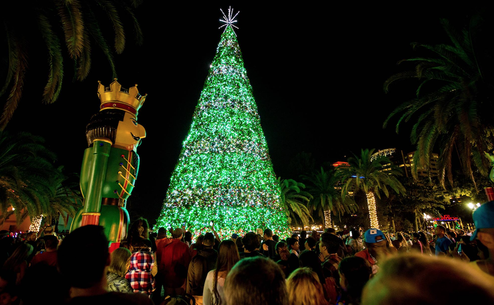 Lake Eola Christmas Tree Lighting 2020 The City of Orlando will flip the switch on this giant Christmas