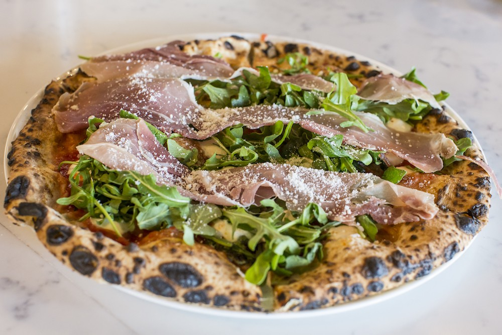 Maitland S Midici Fires Up Some Mighty Fine Neapolitan Pizzas Restaurant Review Orlando Orlando Weekly