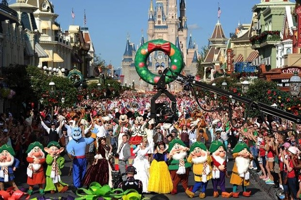 Christmas Day Parade.Disney S Christmas Day Parade Will Be Taped At Magic Kingdom
