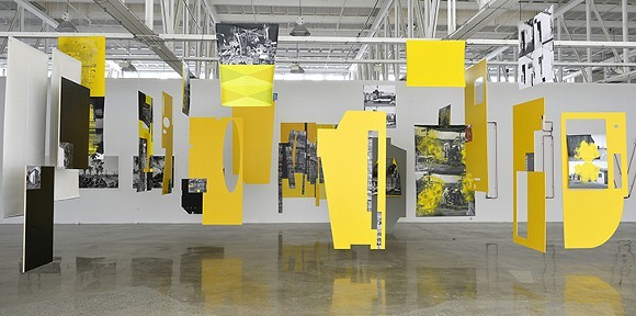 """""""The Lost Steps (After Steichen, Oiticica, Derrida)"""" at OMA"""