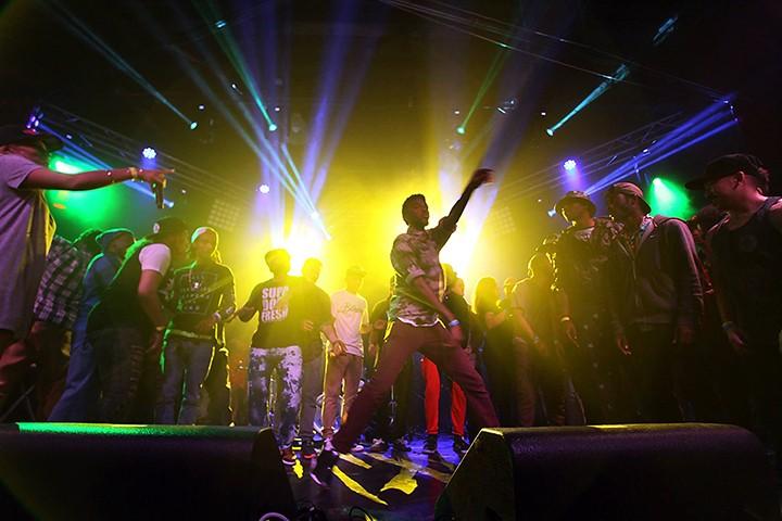 gal_sel_the_scene_hiphop_dancers.jpg