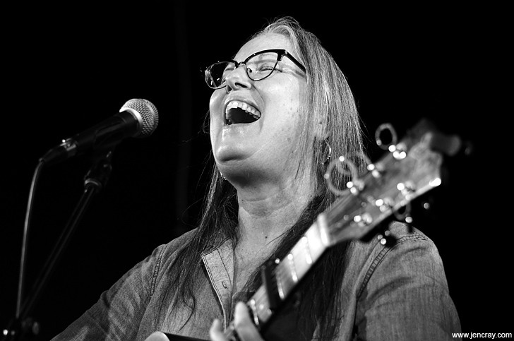 Terri Binion at Will's Pub - JEN CRAY
