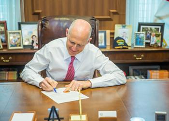 Florida Gov. Rick Scott signs 30 new bills into law, including pregnancy 'support services' program