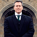 Low-budget legend Bruce Campbell stops into Fashion Square for a reading and signing