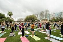 ROB BARTLETT, BARTLETTIMAGE.COM - Yoga in Lake Eola Park
