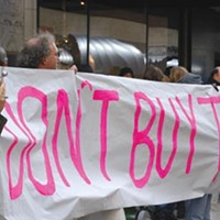 Anti-war groups spread their message to Black Friday crowds