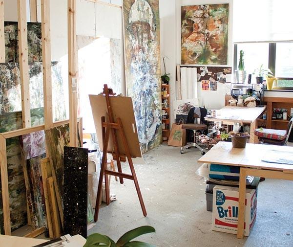 Artist Jiyoo Jye's studio.