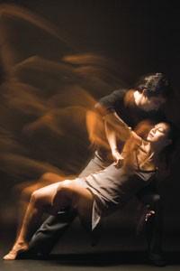 "Banhart-to-heart: Hubbard Street Dance Chicago performs Alejandro Cerrudo's ""Lickety-Split."""