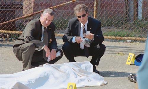 Body language: Robert DeNiro and Al Pacino mull over another victim.
