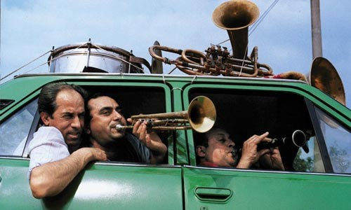 Car horns: Fanfare Ciocarlia, on the road