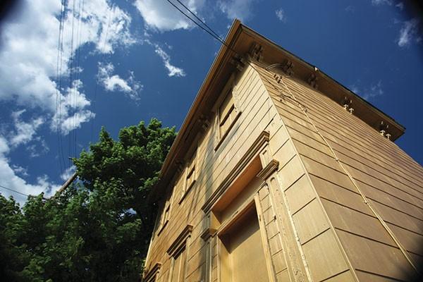 Dee Briggs' House of Gold Wilkinsburg