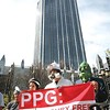 Environment: Group protests mercury release into water by PPG