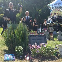 Warhol Grave Site Gets Live-Streaming Web Cam