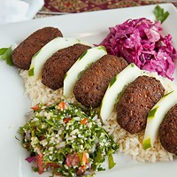 Istanbul Sofra Falafel platter Photo by Heather Mull